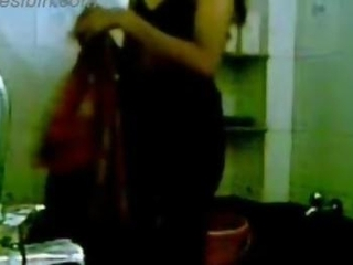 Bangalore girl self made bath video MMS clip